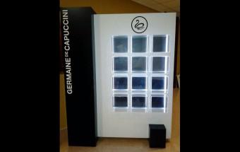 Expositor con armario, mobiliario para Germaine de Capuccini