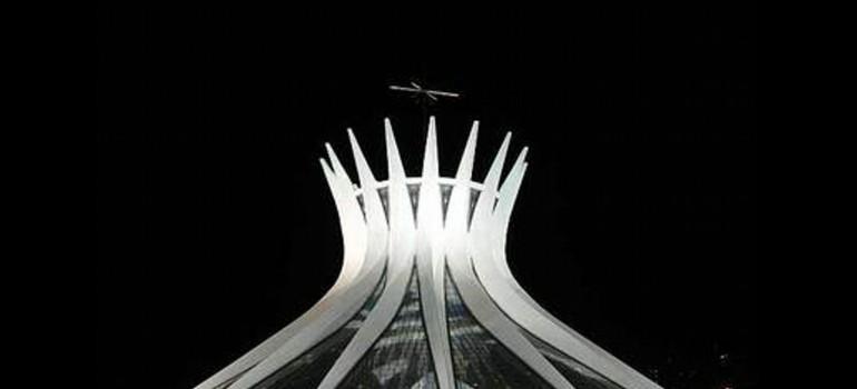 Oscar Niemeyer, condecorado con la Orden de las Artes y las Letras de España